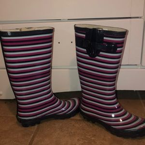 like new rubber rain boots